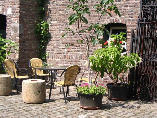 Het terras bij de vakantie appartementen in Limburg
